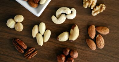 7 Healthy dry fruits and snacks that should be added to your diet.